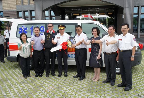 日禕紡織公司捐贈桃園縣政府消防局救護車一輛