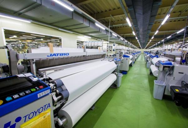 增購60台 TOYOTA JAT 810 氣噴式紗布織機,正式投產。