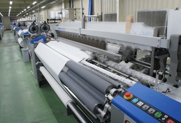 增購40台 TOYOTA JAT 810 氣噴式紗布織機,正式投產。